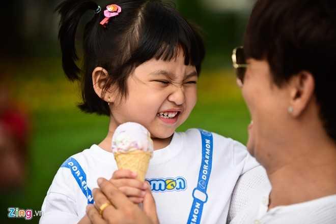 'Ong bo don than' Ung Dai Ve tro tai cham soc con gai cung hinh anh 10