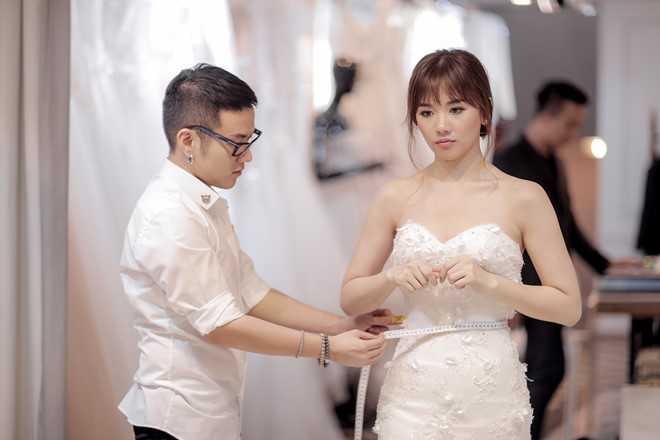 Tran Thanh dat rieng hai mau vay cuoi cau ky cho Hari Won hinh anh 1