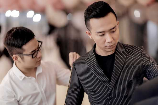 Tran Thanh dat rieng hai mau vay cuoi cau ky cho Hari Won hinh anh 4