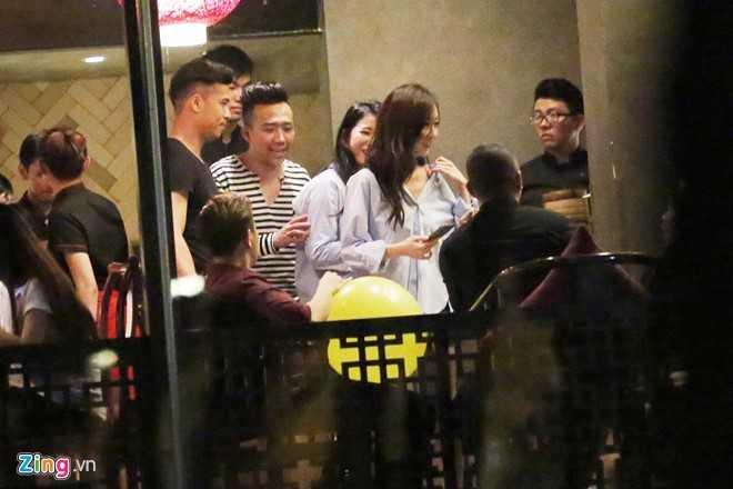 Tran Thanh, Hari dua ban be di bar toi 3h sang sau le cuoi hinh anh 8