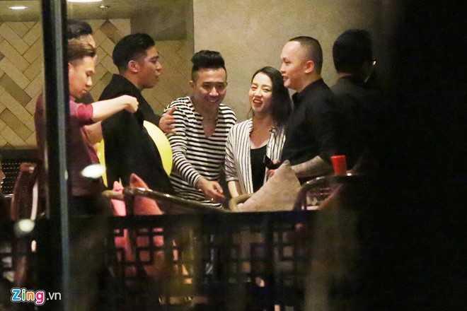 Tran Thanh, Hari dua ban be di bar toi 3h sang sau le cuoi hinh anh 7