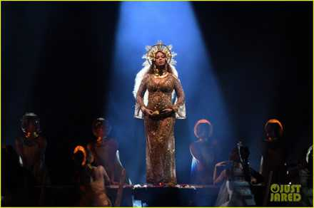 Thót tim với màn biểu diễn mạo hiểm của bà bầu Beyonce tại lễ trao giải Grammy 2017 ảnh 1