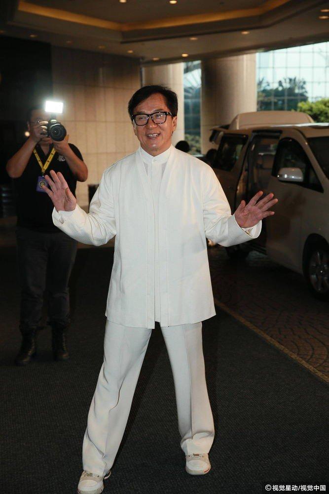 Thanh Long mo tiec thau dem, noi gian khi bi hoi ve bo cu va con gai hinh anh 1