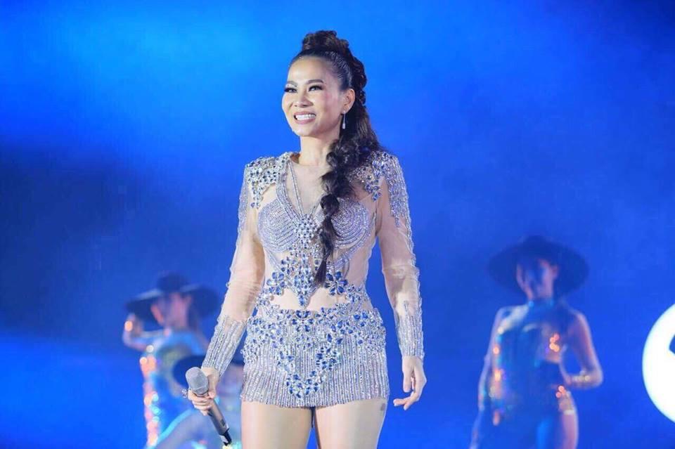 Hinh anh Dong Nhi thang hoa tren san khau ket hop cung Thu Minh 11