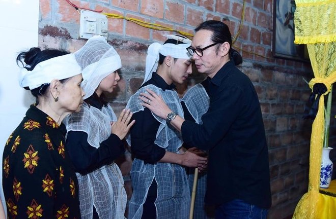 Hinh anh Dien vien Thu Ha, Tran Luc tien dua nghe si Hoang Thang 3
