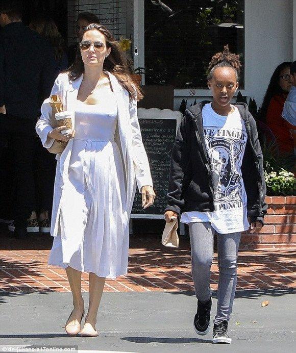 Angelina Jolie chi 25 trieu USD mua biet thu moi gan nha Brad Pitt hinh anh 3