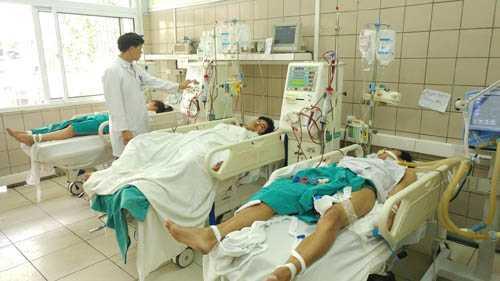 Ngo doc ruou o Ha Noi - 25 người ngộ độc, 3 người chết 1 tháng