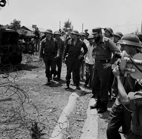 Lãnh tụ Fidel Castro thăm căn cứ Tân Lâm, Dốc Miếu trên vành đai McNamara - Ảnh: TTXVN