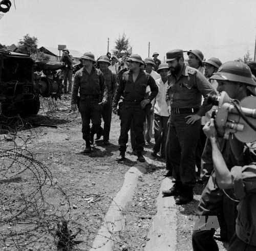 Lãnh tụ Phi-đen Ca-xtơ-rô thăm căn cứ Tân Lâm và Dốc Miếu trong chuyến thăm Việt Nam tháng 9-1973. Ảnh: TTXVN