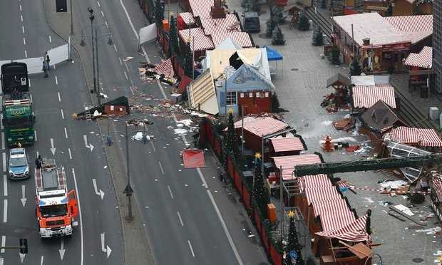 Hiện trường vụ tấn công chợ Giáng sinh ở Berlin ngày 20-12 - Ảnh: Getty Images