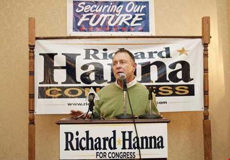 Nghị sĩ Cộng hòa Richard Hanna gọi ông Trump là nỗi xấu hổ quốc gia, không đáng làm tổng thống.
