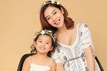 Jennifer Phạm đẹp rạng rỡ, khoe bụng bầu 7 tháng bên con gái