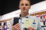 Chàng trai 20 tuổi đổi tên thành iPhone 7 để nhận điện thoại miễn phí