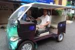Chiếc ô tô điện xăng của người khuyết tật
