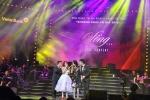 Thu Phương rơi nước mắt trên sân khấu 'Khoảnh khắc vô giá'