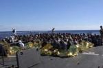 Giải cứu hơn 1000 người tị nạn lênh đênh trên biển