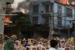 Xưởng sản xuất đồ nội thất ở Hà Nội bùng cháy dữ dội
