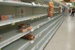 Bão 'quái vật' quần thảo Mỹ: Đánh nhau giữa siêu thị vì chai nước cuối cùng