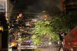Giải cứu 7 người mắc kẹt trong ngôi nhà bốc cháy dữ dội