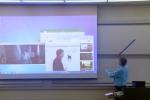 Màn chiếu của giáo sư dạy Toán bốc cháy khiến sinh viên ngỡ ngàng