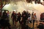 Hooligan Anh quyết chiến cảnh sát Pháp, mượn rượu tấn công CĐV Nga