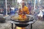 Lật tẩy phép 'thần thông quảng đại' của các 'nhà sư' Thái Lan
