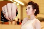 Á hậu Tú Anh gây 'choáng' khi đeo nhẫn kim cương 1,5 tỷ đồng