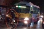 Nam thanh niên chặn đầu xe buýt chạy lấn tuyến xôn xao dân mạng