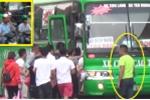 Video: Cận cảnh cò dắt khách, nhận tiền boa ở 'chốn vô luật pháp' giữa Thủ đô