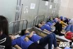 Hàng trăm công nhân Bình Dương nhập viện sau bữa ăn chiều