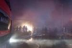 Kho điều hòa bốc cháy dữ dội trên đường Tam Trinh