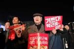 Tổng thống Hàn Quốc bị phế truất: Người phản đối bà Park Geun-Hye xuống đường hát mừng