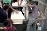 Thai phụ 'sống dậy' sau một ngày nằm dưới mộ