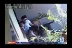 Mẹ lấy thân mình che chở con trai khỏi đàn chó dữ tấn công
