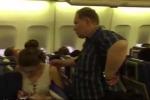 Hành khách muốn ly dị chồng khiến máy bay trễ 7 tiếng đồng hồ