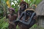 Tục 'nướng' tù trưởng thành xác ướp ghê rợn của bộ tộc hoang dã nhất hành tinh
