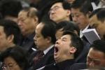 Hàng loạt quan chức ngủ gật trong cuộc họp chấn chỉnh thói lười biếng
