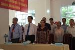 Nguyên Thủ tướng Nguyễn Tấn Dũng và phu nhân đi bộ đến điểm bầu cử