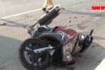 Clip: Chạy xe máy vào làn ôtô bị container cán chết