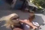 Clip: Vừa chạy xe vừa chụp ảnh tự sướng gây tai nạn