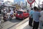 Nữ tài xế gây tai nạn bỏ trốn, dân truy đuổi quyết liệt