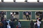 Người Trung Quốc chen chúc nhau trên chuyến tàu về Tết