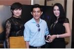 Tinna Tình mặc váy xuyên thấu sexy bên vợ chồng Phi Thanh Vân