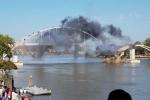 Bị thuốc nổ công phá, cây cầu gần trăm tuổi... vẫn đứng trơ trơ