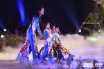 Cận cảnh hàng trăm bộ áo dài ấn tượng trong đêm khai mạc Lễ hội Áo dài 2016