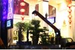 Ông Đoàn Ngọc Hải cho cẩu chậu cây lấn chiếm vỉa hè của khách sạn 3 sao