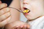 Bị bố bắt ăn quá nhiều, bé trai 3 tuổi chết nghẹn thương tâm