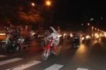 Bắt nhóm thanh niên đua xe 'bạt mạng' trên phố Hà Nội