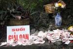Mỗi mùa lễ hội, chùa Hương gom khoảng 1.200 bao tiền