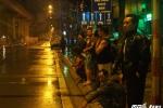 Dân Thủ đô trắng đêm đội mưa xem cẩu đầu tàu lên ray đường sắt Cát Linh – Hà Đông